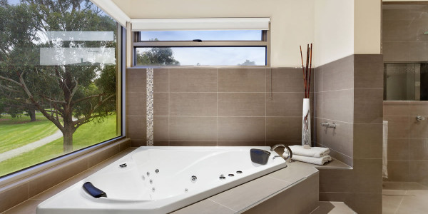 Bath - Oakleigh East Residential Builders